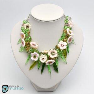 colier sticla murano flori de cires