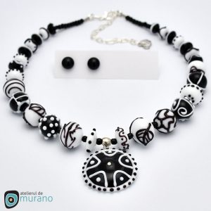 colier murano black and white